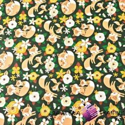 liski beżowe z kwiatkami pomarańczowymi na ciemno zielonym tle