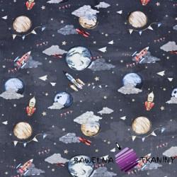 Planety z rakietami na szaro-granatowym niebie