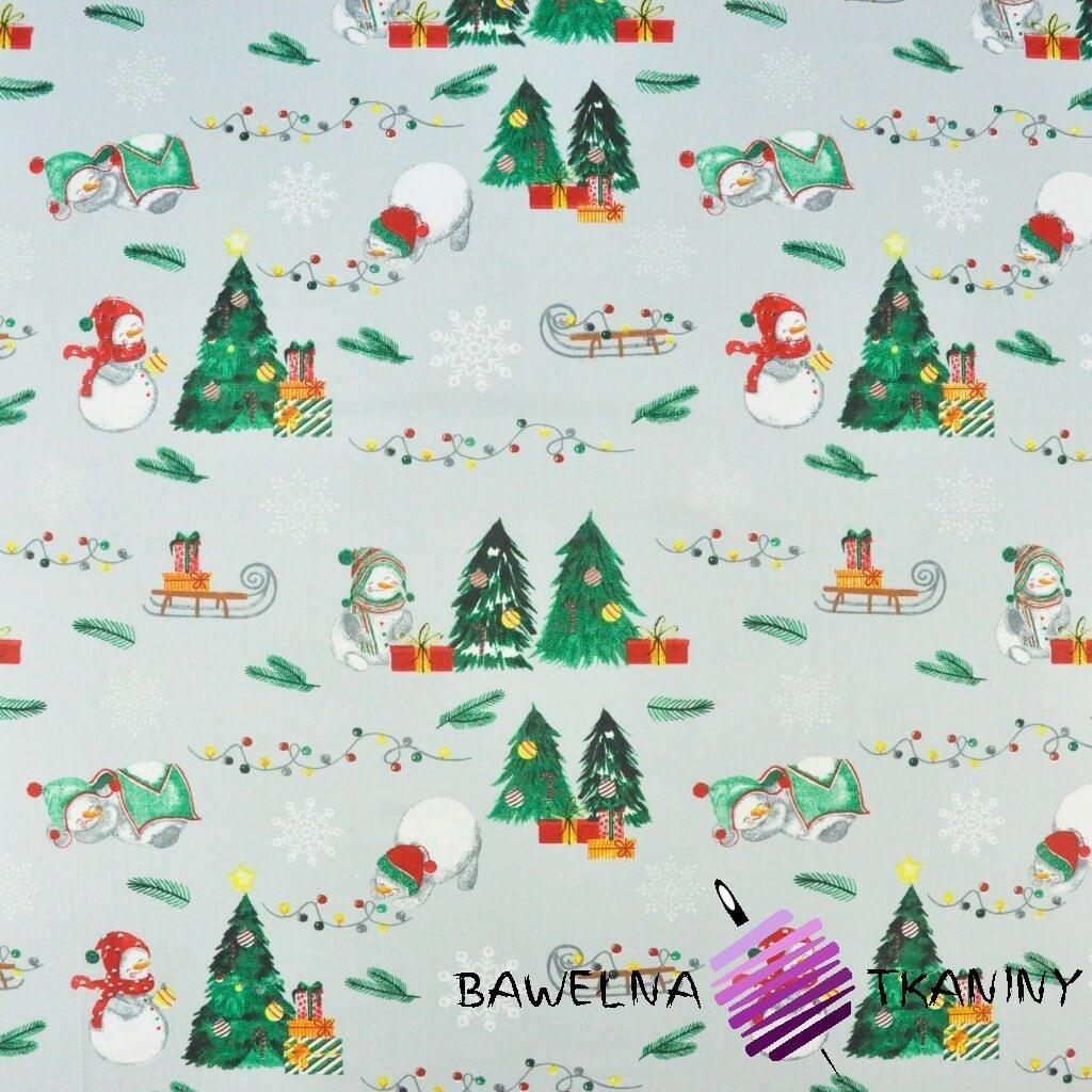 Bawełna wzór świąteczny bałwanki z sankami na szarym tle