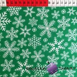 Bawełna wzór świąteczny śnieżynki białe na zielonym tle