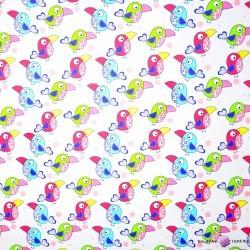 Bawełna kolorowe tukany na białym tle