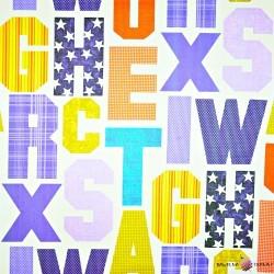 Bawełna kolorowe litery na białym tle