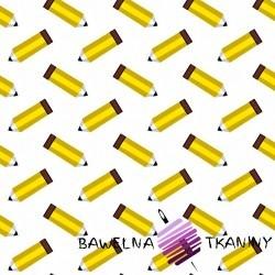Bawełna ołówki żółte na białym tle