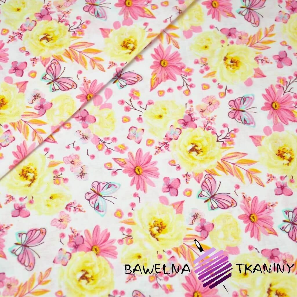 Bawełna kwiatki z motylkami żółto różowe na białym tle.