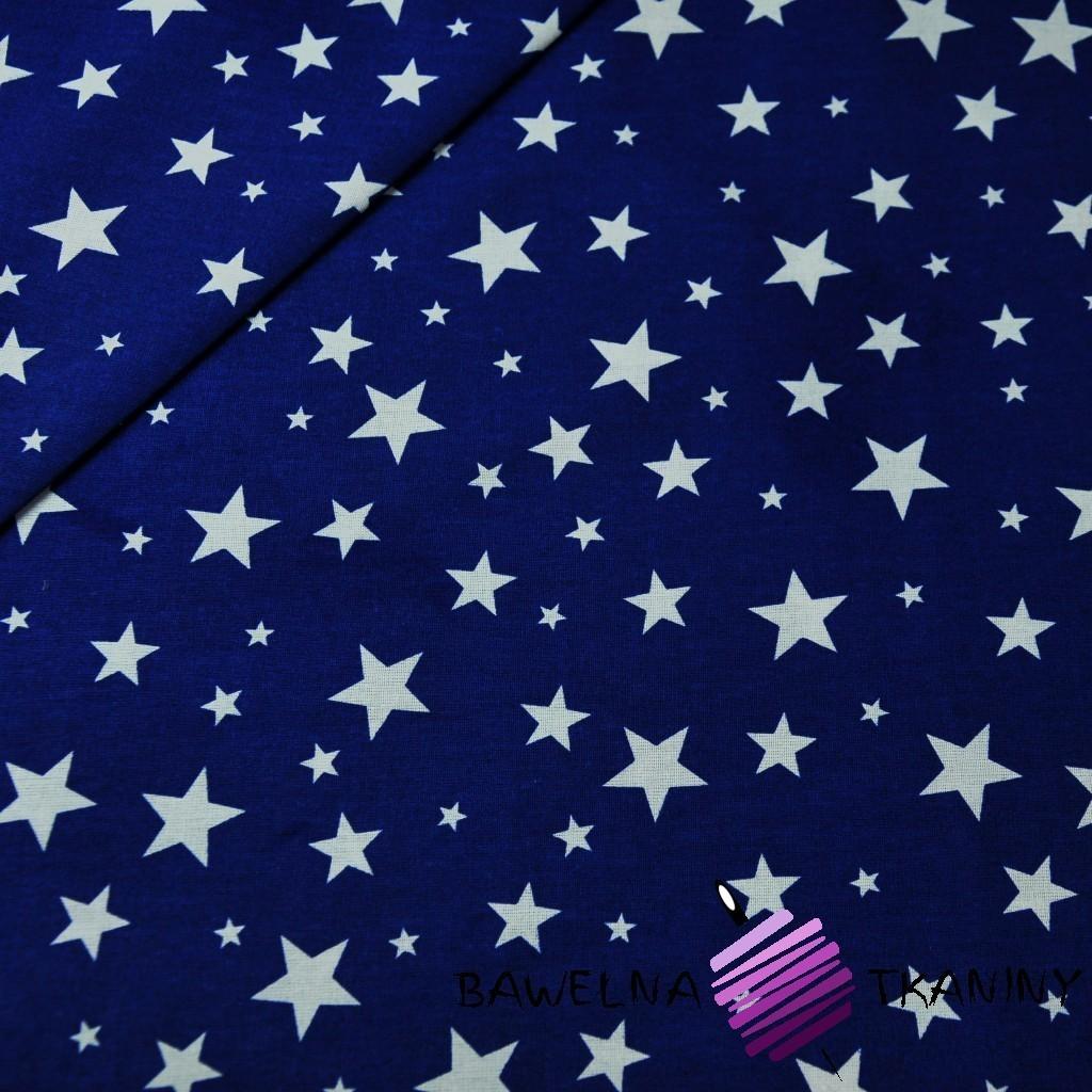 Bawełna gwiazdki pełne małe i duże białe na granatowym tle
