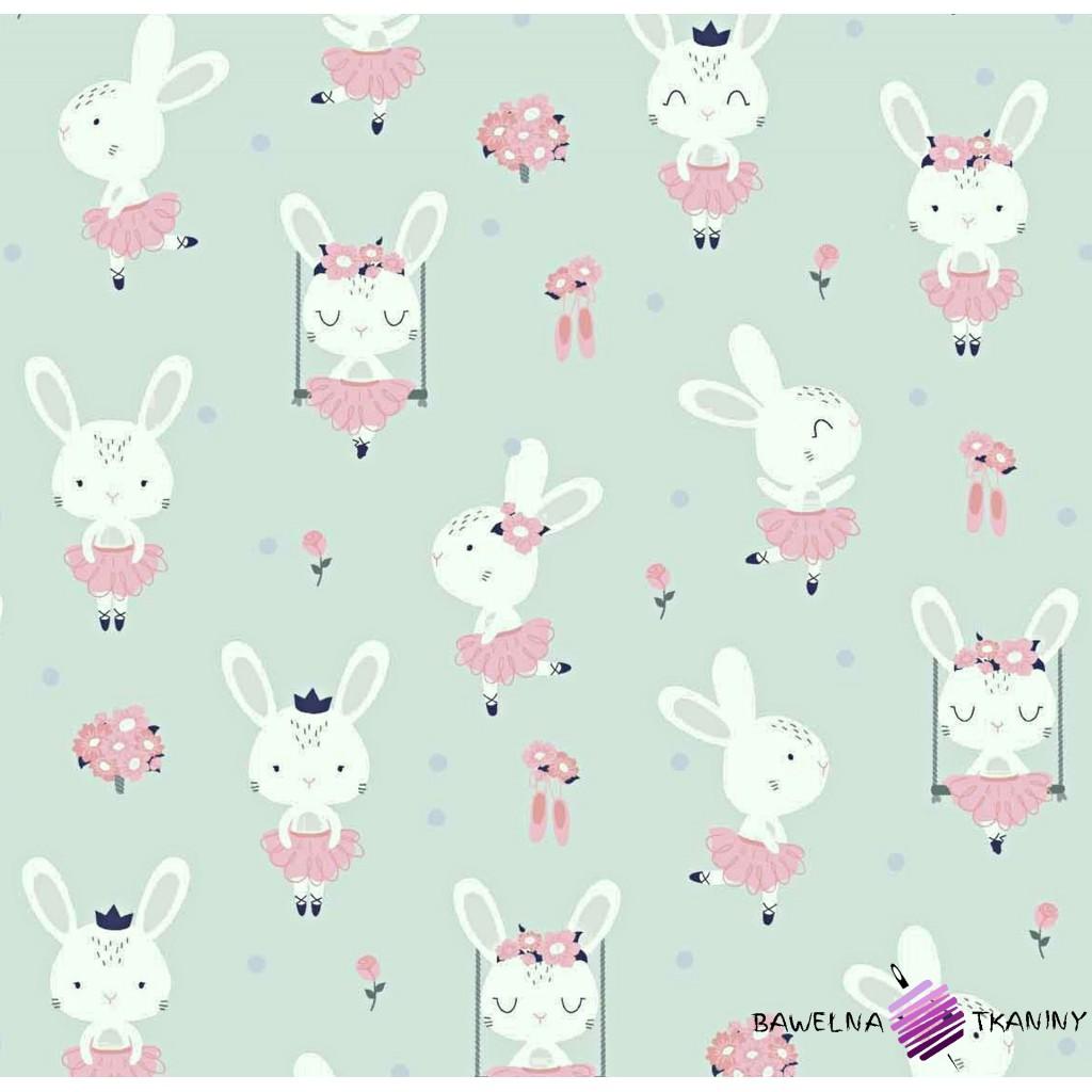 Bawełna króliki na huśtawkach na miętowym tle
