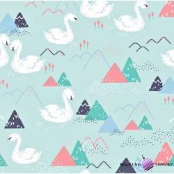 Bawełna łabędzie i góry na miętowo błękitnym tle