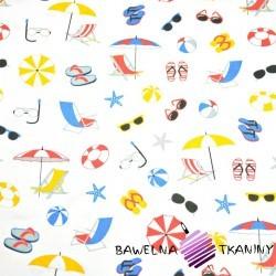 Bawełna rzeczy plażowe kolorowe na białym tle