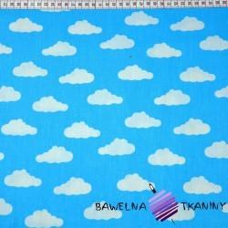Bawełna chmurki małe białe na niebieskim tle