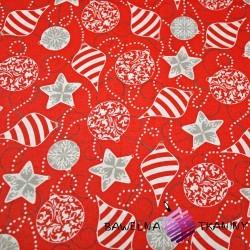 Bawełna wzór świąteczny bombki szare na czerwonym tle