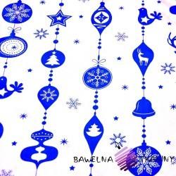 Bawełna wzór świąteczny sznur z bombek niebieskie na białym tle