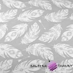 Bawełna piórka azteckie białe na szarym tle