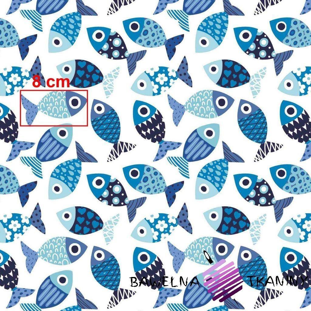 Bawełna rybki wzorzyste niebieskie na białym tle