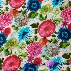 Kora bawełniana kwiaty kolorowe na białym tle