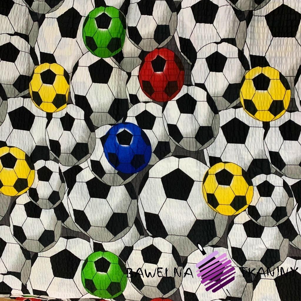 Kora bawełniana piłki kolorowe na białym tle