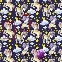 Bawełna jednorożce z żółtymi gwiazdkami na fioletowym tle
