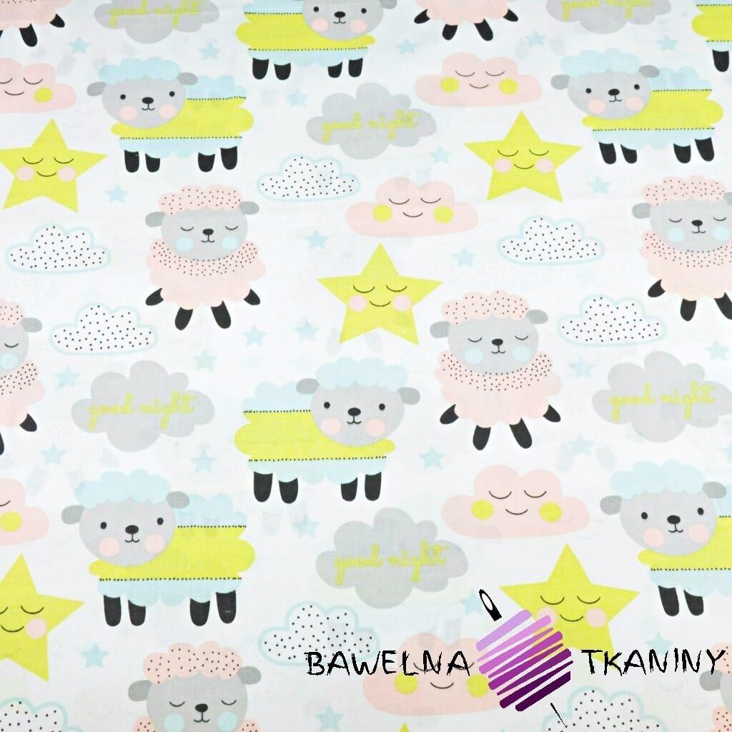 Bawełna owieczki z chmurkami i gwiazdkiami na białym tle