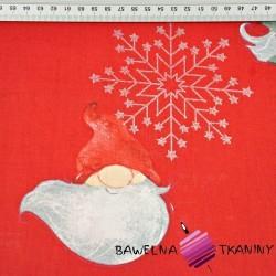 wzór świąteczny skrzaty ze posrebrzonymi śnieżynkami na czerwonym tle